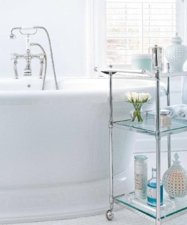 Einrichtungsideen fürs Badezimmer badewanne metall regal mobil
