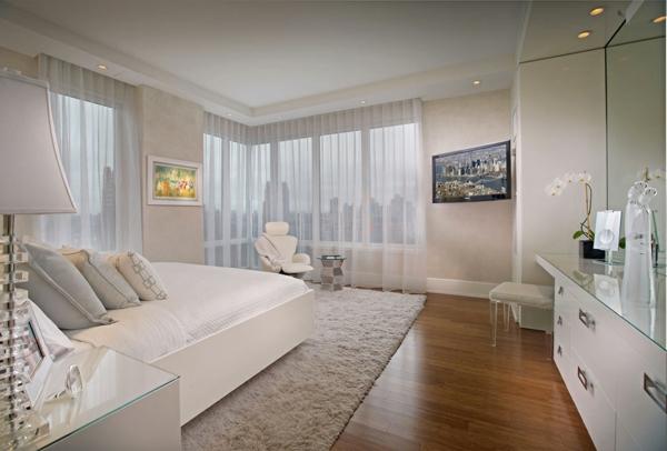 raffinierte penthouse wohnung strahlend weiße oberfläche durchsichtige vorhänge