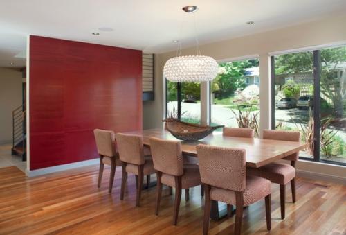 rote Farbe in der Küche nuancen trennwand essbereich tisch stühle