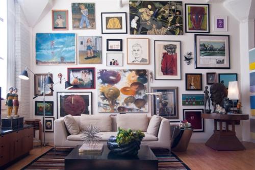 schönes Wohnen im Loft oder Studio bilder wand sofas kommode