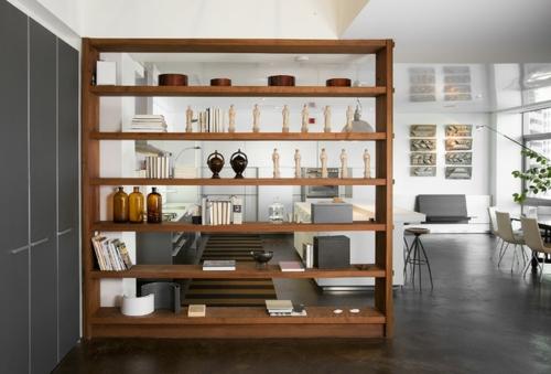 schönes Wohnen im Loft oder Studio regale aufteiler holz dekoration