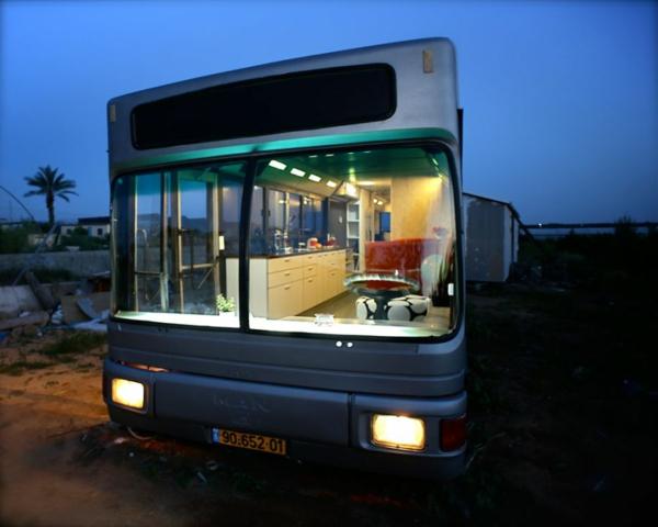 schönes modernes Haus weggeworfen alt bus originell rekonstruiert