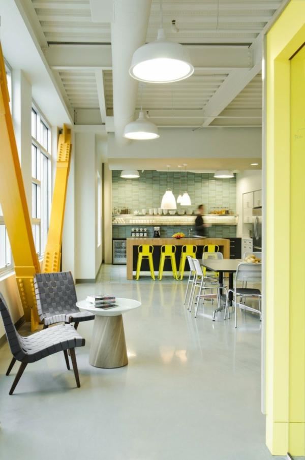 schickes office design kantine mit fabrikpendellampen