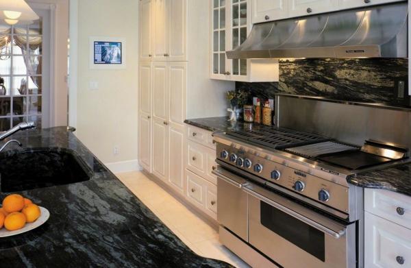 smart phone technologien im haus küchenspiegel und arbeitsplatte in marmoroptik