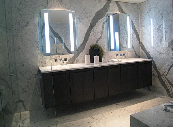 stilvolle wandspiegelmodernes design auf marmor