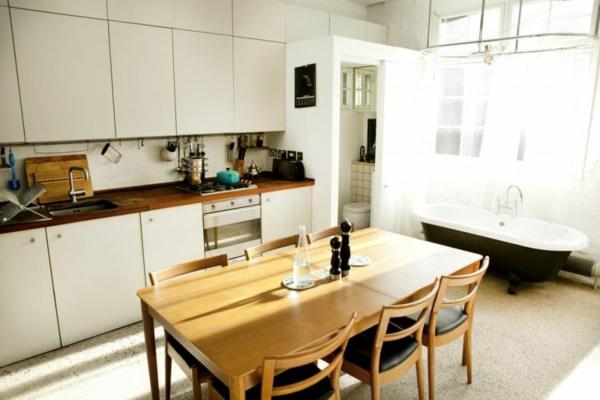 stilvolles londoner appartement schlichter esstisch und stühle aus hellem holz