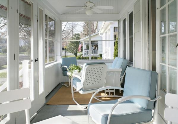 trends für retro möbel strahlend weiß und hellblau auf der veranda