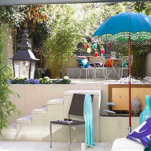 treppe weiß stuhl sonnenschirm schatten sichtschutz sitzecke