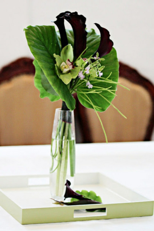 tropisches Ambiente zu Hause glas vase grün blätter