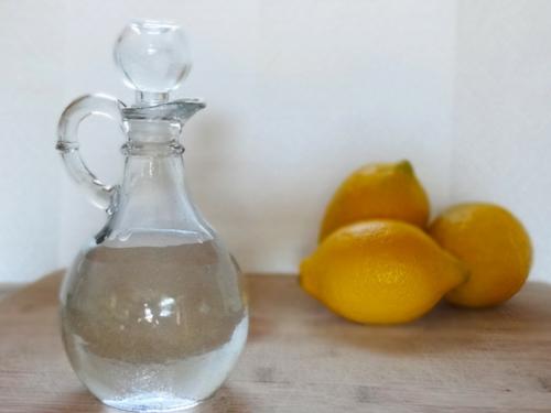 umweltfreundliche Reinigung für Ihr Haus wasser zitronen