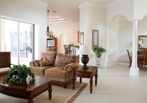 umweltfreundliche Reinigung für Ihr Haus wohnzimmer tisch sofa nebentisch