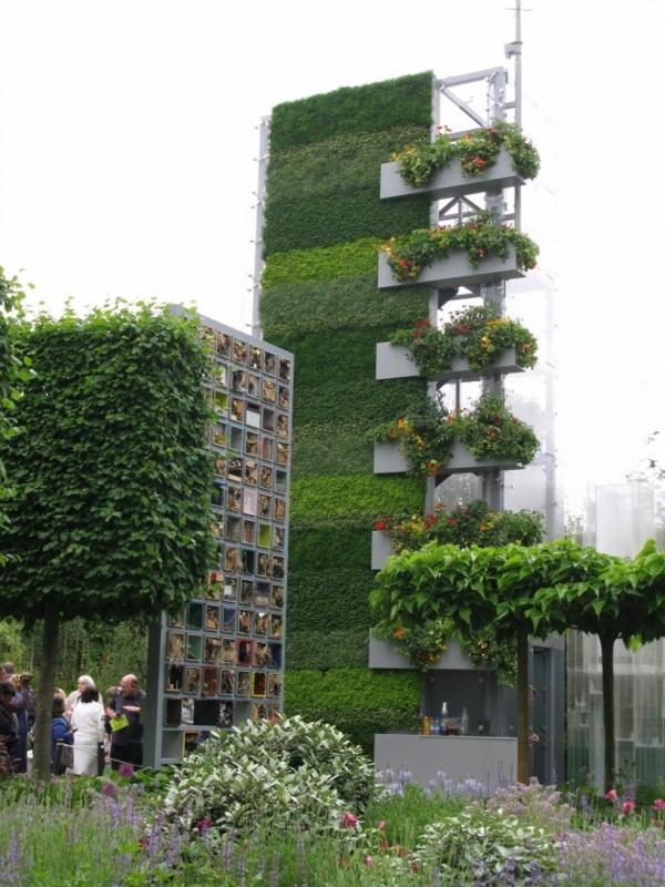 unglaubliche vertikale gärten sechsstöckig mit vielen blumen