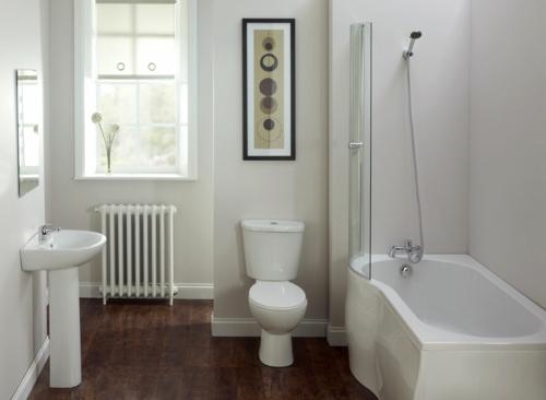 weiße Farbe im Badezimmer badewanne holz bodenbelag
