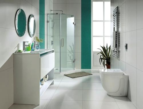 weiße Farbe im Badezimmer badewanne mosaikfliesen wand grün