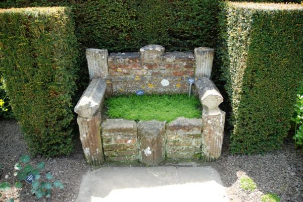 Bodendecker im Garten landschaftsbau immegrün steinbank sitzplatz moos