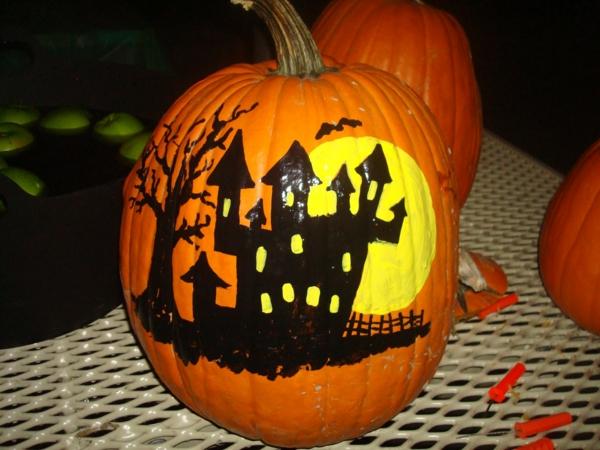 Coole Halloween Deko Ideen kürbis bemalt