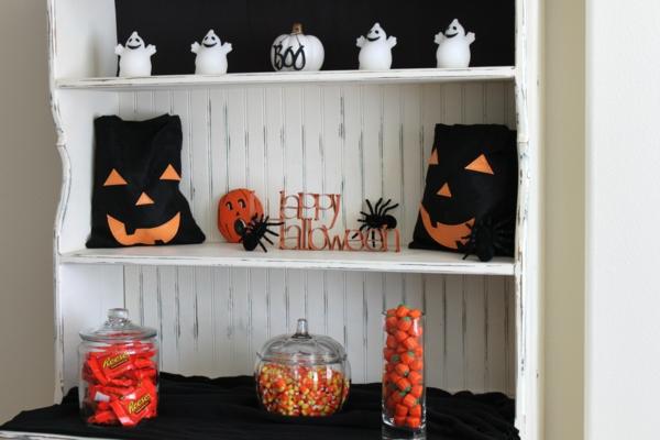 Coole Halloween Deko Ideen regale verziert verschönert