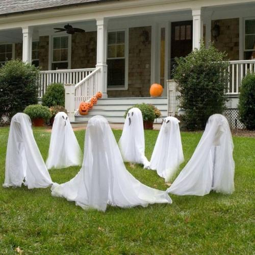 Coole Party Dekoration im Garten zu Halloween bettwäsche weiß geist kreis