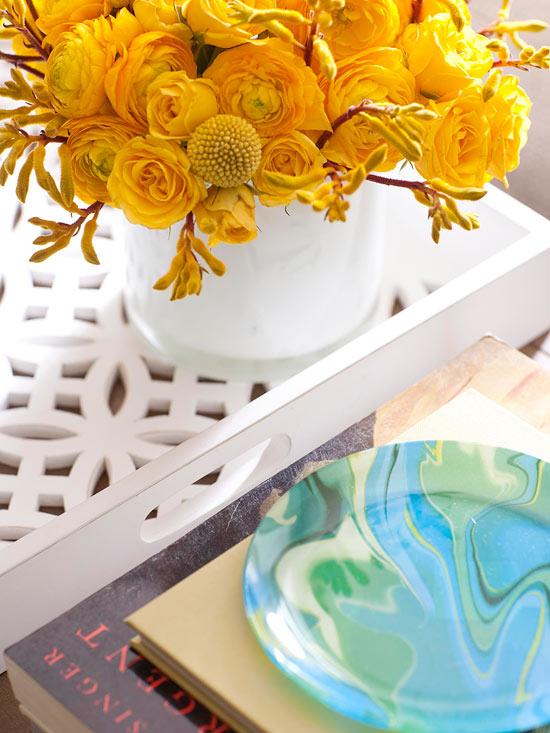 Coole Wohntipps Wohnzimmer Dekoration servierbretter blumenvase bücher