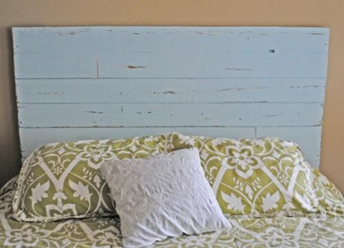 DIY Vintage Kopfteil für Ihr Bett selber machen blau holzplatten bettwäsche