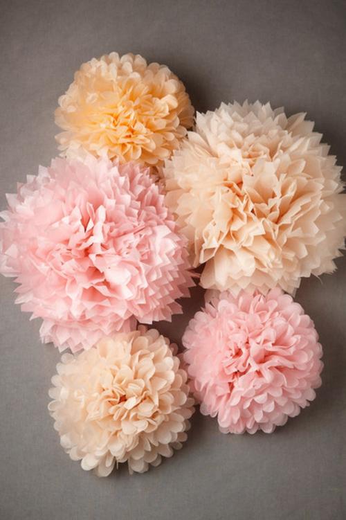 Deko Ideen und Möbel fürs Kinderzimmer rosa pfirshichfarbe papierblumen