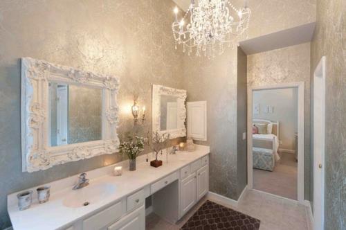 Design und Mode der 70er kleidung idee elegant eingerichtet badezimmer weiß