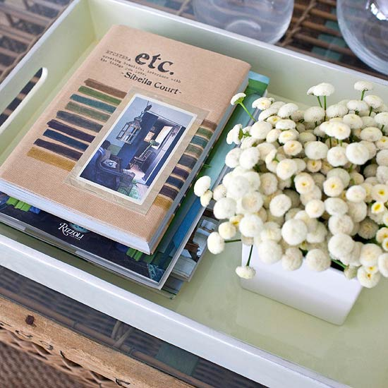 bild wohnzimmer rot:Decorating with Metal Tray On Coffee Table