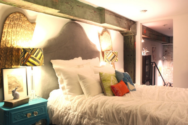 Eklektisches Interior Design in einer Loft Wohnung schlafzimmer kopfteil samt