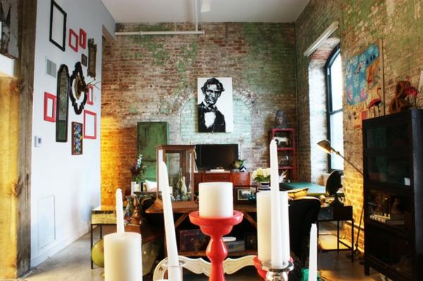 Eklektisches Interior Design in einer Loft Wohnungwohnzimmer ziegelwand