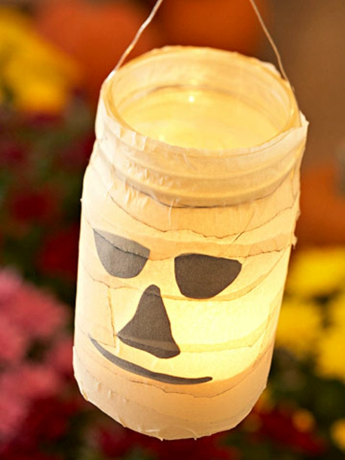 Gespenstige Dekoideen zu Halloween kaffee kerzen glas laterne