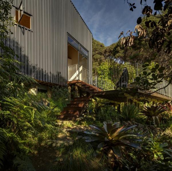 schöne Residenz mit differenzierten Wohnflächen exotisch pflanzen