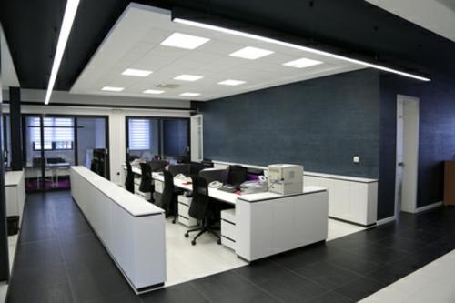 modernes office design Klassische und moderne Dekoelemente bei der Büroeinrichtung