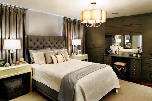 Kronleuchter im Schlafzimmer bequem matratze doppelbett bettwäsche