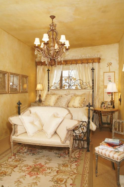 Kronleuchter im Schlafzimmer bequem matratze gelb ambiente wände