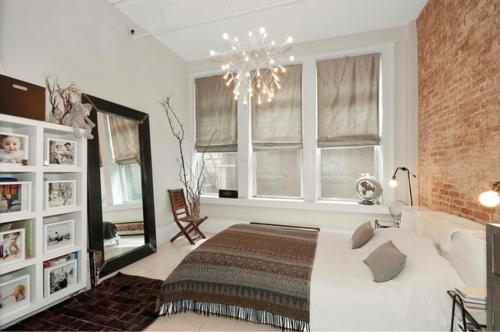 Kronleuchter im Schlafzimmer regale weiß möbel überwurf bett