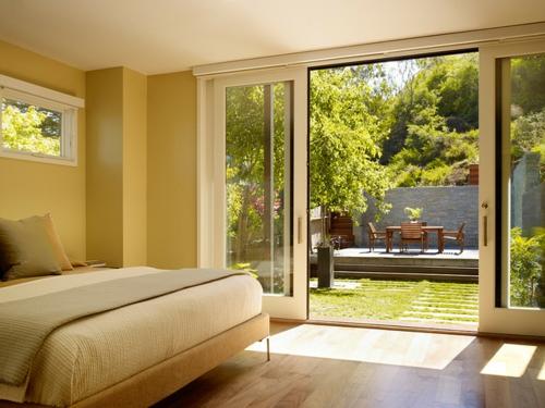 Moderne Terrasse gestalten holz gartenmöbel schlafzimmer doppelbett