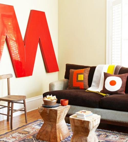 Moderne Wandfarbe fürs Zuhause rot glanzvoll buchstabe wohnzimmer