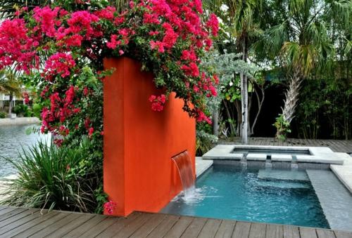 Origineller Sichtschutz im Garten landschaft pool orange wand modern