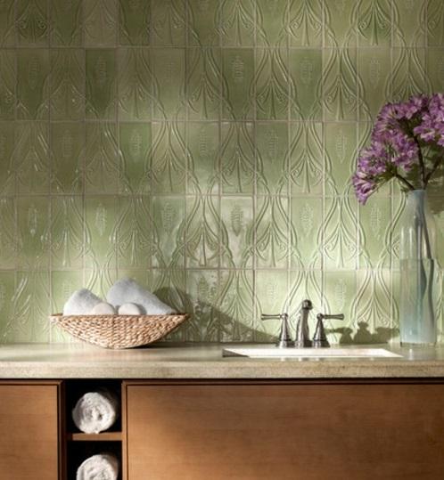 Ornamentale Kunst beim Interior Design küchenrückwand fliesen blumen spüle