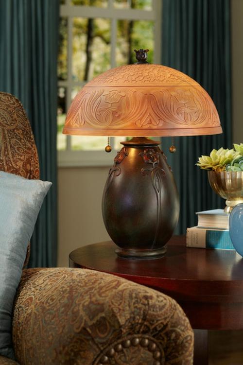 Ornamentale Kunst beim Interior Design tischlampe massiv holz klassisch