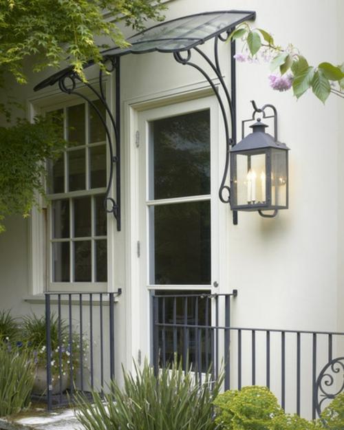 Ornamentale Kunst beim Interior Design wandlampe laternen geländer