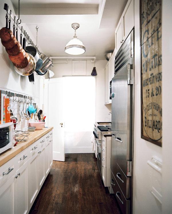 Praktisches Küchenzubehör als Dekoration bodenbelag holz küchenschrank