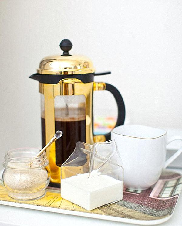 Praktisches Küchenzubehör als Dekoration kaffeemaschine klssisch zucker