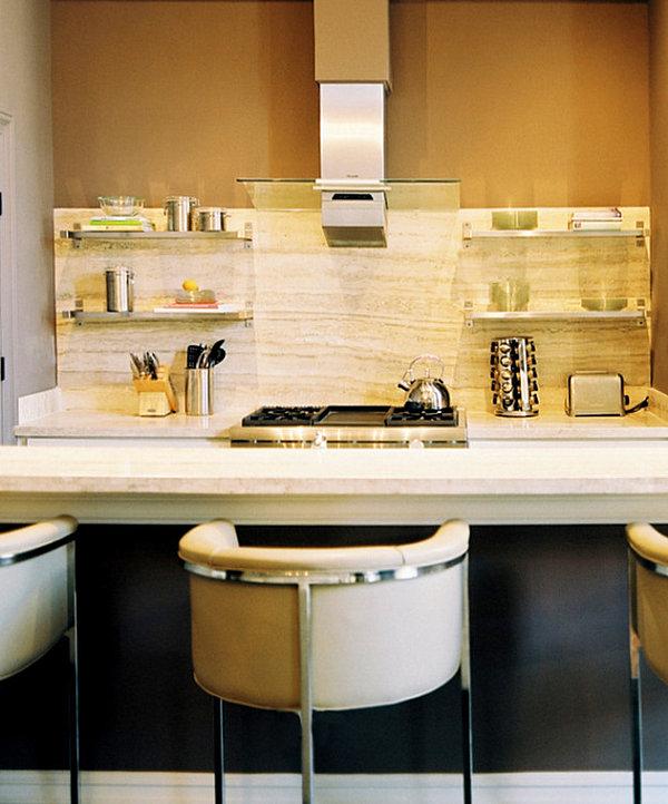 Praktisches Küchenzubehör als Dekoration kochplatte barhocker rücklehnen