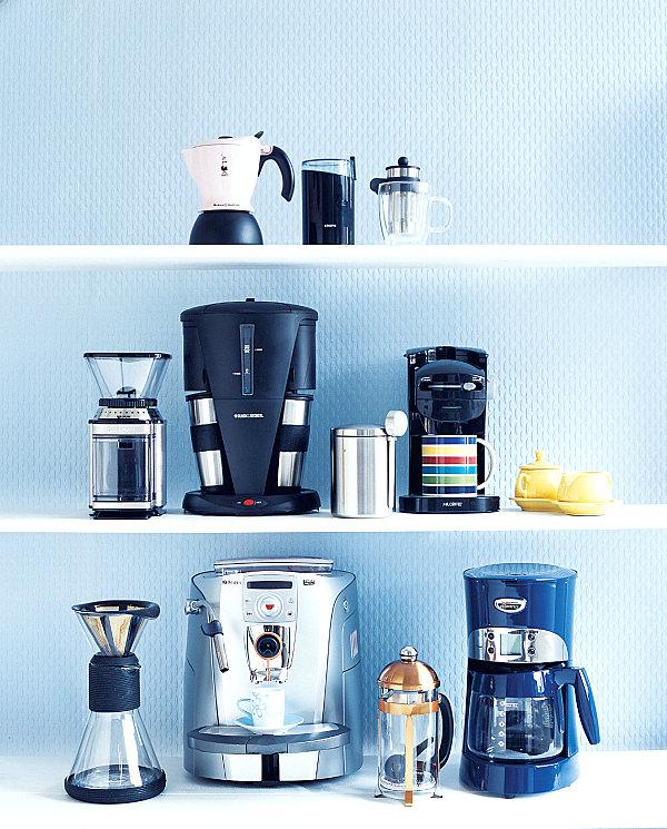 Praktisches Küchenzubehör als Dekoration regale kaffeemaschinen modern