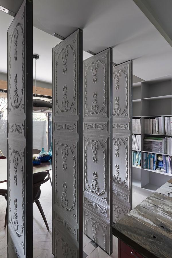 Schönes Apartment mit großartiger Wohnfläche drehtüren ornamentreich office