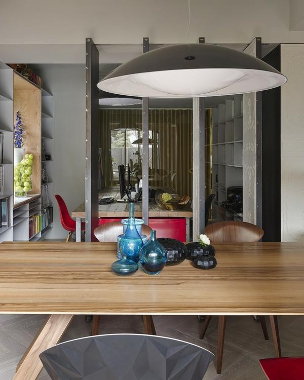 modernes Apartment mit großartiger Wohnfläche pendelleuchte dekoration