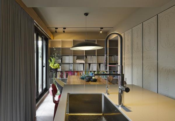 modernes Apartment mit großartiger Wohnfläche spüle arbeitsplatte