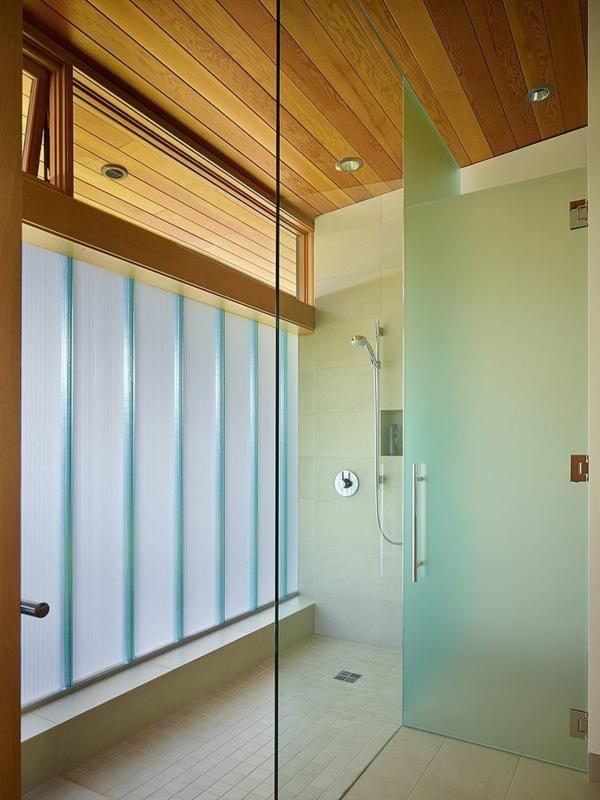 sch nes haus am seeufer in seattle zeigt raffiniertes interieur. Black Bedroom Furniture Sets. Home Design Ideas