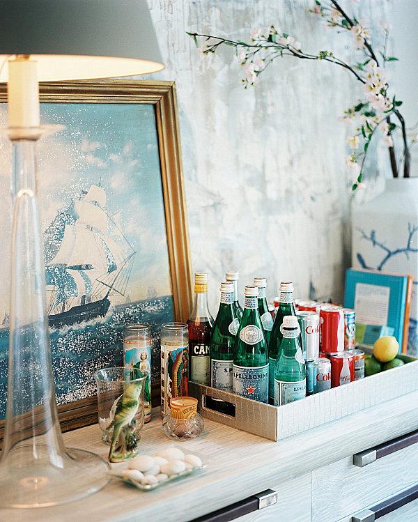 Schicke Hausbar Ideen für Ihr Zuhause bilder servierplatte flaschen